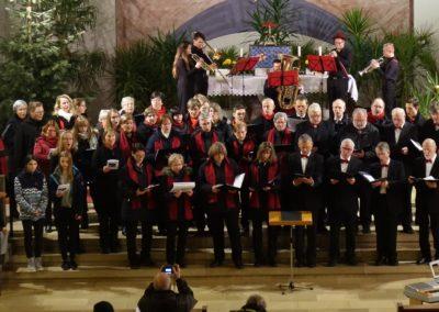 Gesamter Chor Schlusslied mit Selection of brass